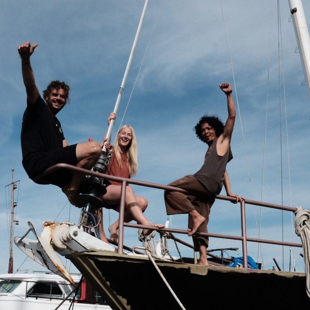 Crew-sitting-on-stern